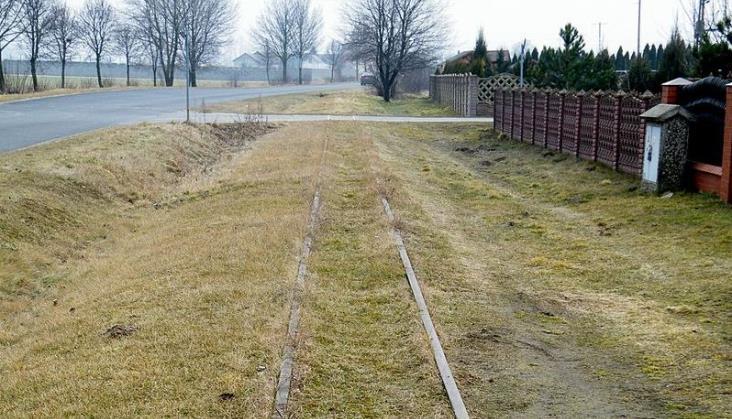Resztki kolei wąskotorowej w Kleczewie do rozbiórki