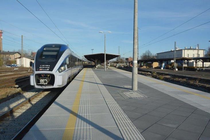 Przebudowano perony na stacji w Jaworzynie Śląskiej [zdjęcia]