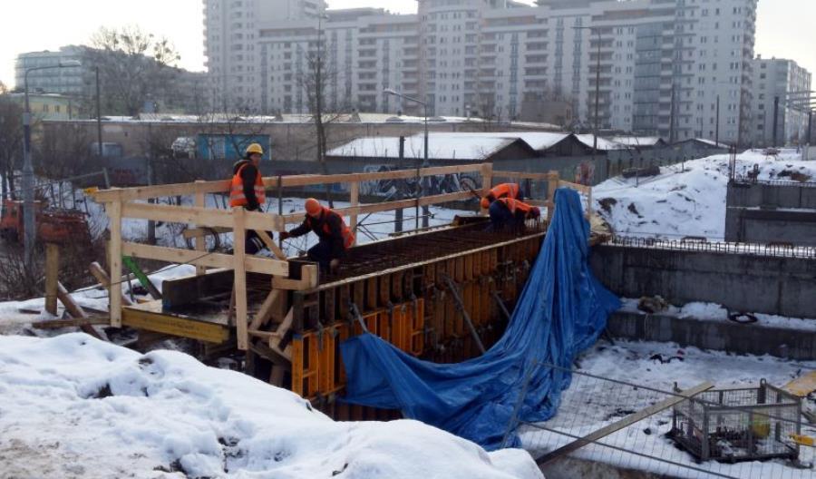 Rośnie wiadukt kolejowy nad ul. Obozową w Warszawie