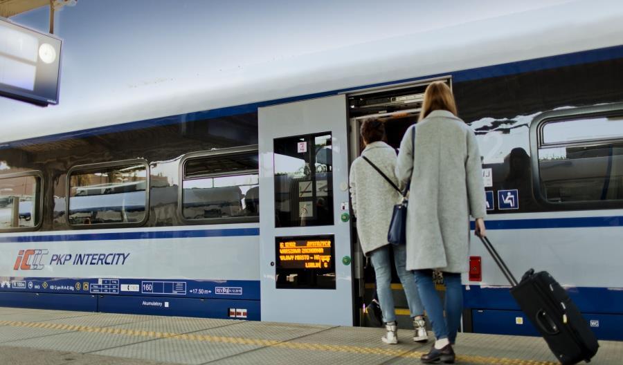 Wielkanocne wyjazdy z PKP Intercity. Warto kupić bilet wcześniej