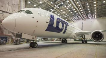 Nowy Dreamliner LOT-u czeka na odbiór