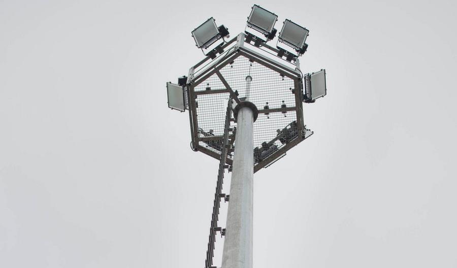 Nowe oświetlenie masztowe na stacji Poznań Franowo [zdjęcia]