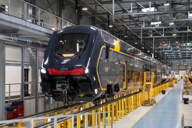 Włosi pokazują swój nowy piętrowy pociąg. Rock wygląda oryginalnie [zdjęcia]