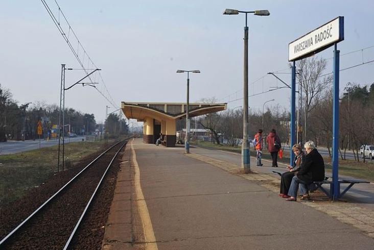 Warszawa: Pasażerowie nie będą biegać po schodach w Radości. PLK zmienia plany