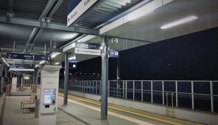 Coraz więcej opraw LED na peronach i przejazdach PKP PLK