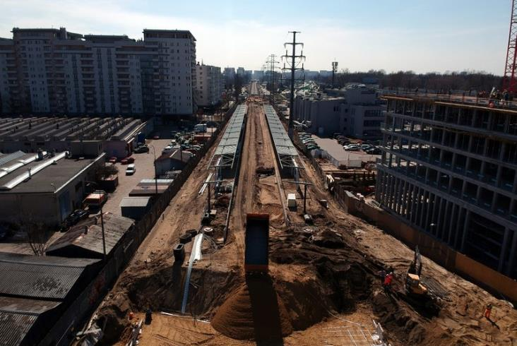 Stanęły wiaty na peronach warszawskiej linii obwodowej [zdjęcia]
