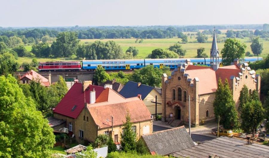 Liczba pasażerów na kolei dalej spada, towary znów do góry