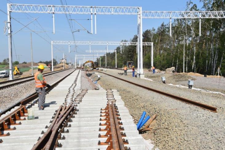 PLK podsumowuje stan prac na linii E20 Poznań – Warszawa