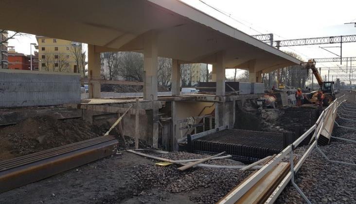Warszawa: Opóźnienie modernizacji powoduje utrudnienia w ruchu. Jest stanowisko PLK
