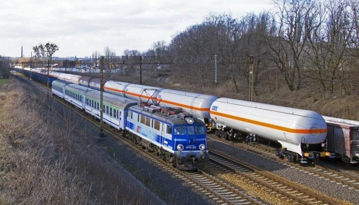 Punktualność pociągów niższa niż przed rokiem