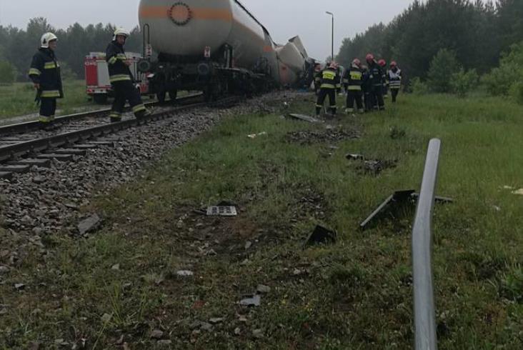Wypadek na linii 25, wykolejone cysterny z gazem