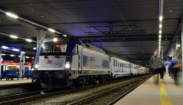 """PKP Intercity nie rezygnuje z """"dozbrojenia"""" Husarzy. Pojadą 200 km/h z wagonami"""