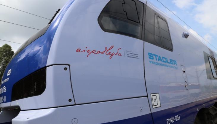 Nie tylko lokomotywy. PKP Intercity okleja też ezety z okazji 100-lecia niepodległości