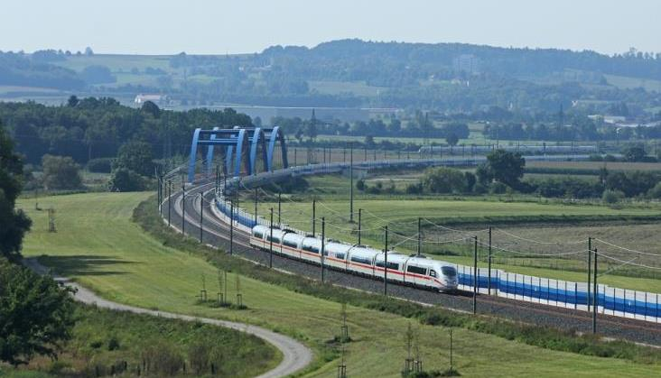 Pociągi wróciły na trasę z Frankfurtu do Kolonii po pożarze