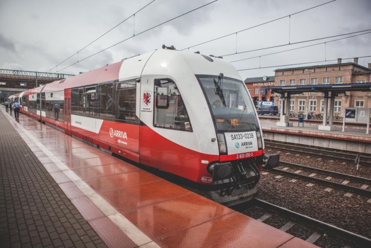 Ruszyły wakacyjne pociągi na trasie Bydgoszcz – Hel [zdjęcia]