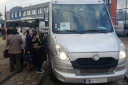 Pasażerowie jak sardynki w zastępczym busie PKP Intercity