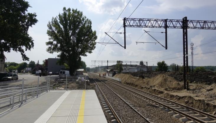 Modernizacja stacji Chodzież odsunęła peron o 200 metrów od świeżo wyremontowanego dworca