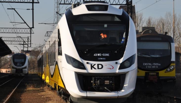 Newag składa ofertą na spalinowe i elektryczne zespoły trakcyjne dla KD