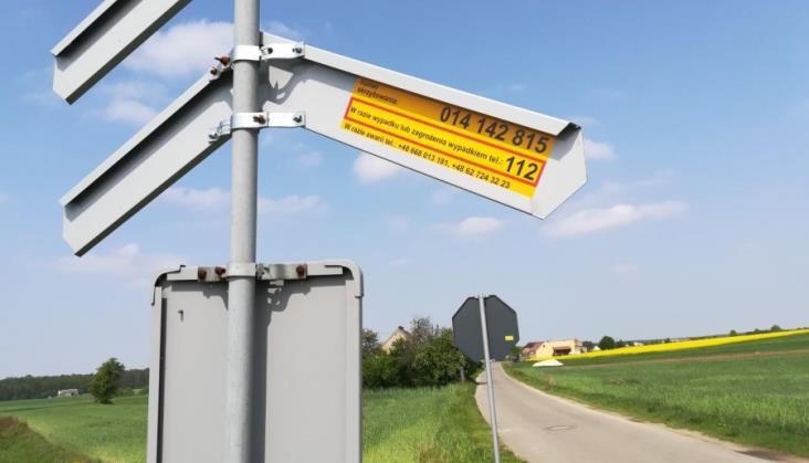 PLK: Żółte naklejki na przejazdach w 9 przypadkach zapobiegły tragediom