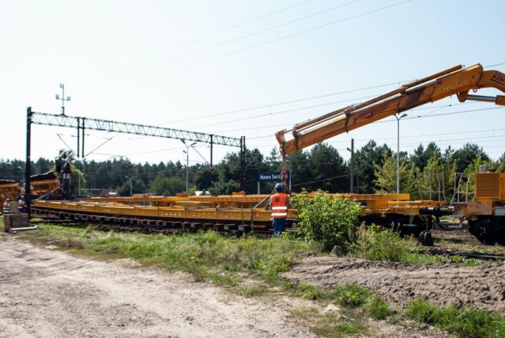 Nowa Sarzyna - blokowy transport rozjazdów krzyżowych [ZDJĘCIA]