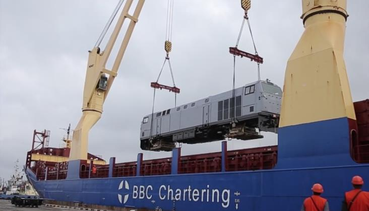 Pierwsza nowoczesna lokomotywa GE TE33AC już na Ukrainie