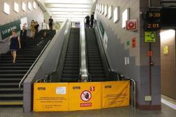 Metro: Schody nieruchome od marca. 64 tys. zł kary dla Otisa