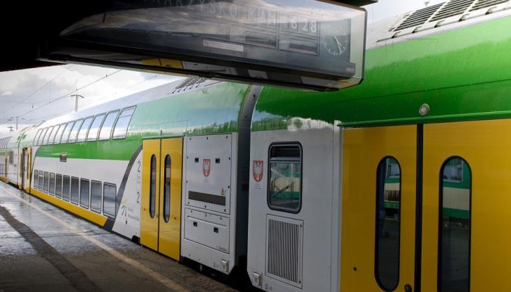 KM: Mniej pociągów w 2019, piętrowe ezt po 2025?