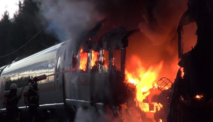 Niemcy: Trwa remont trasy KDP po pożarze pociągu ICE [aktualizacja]