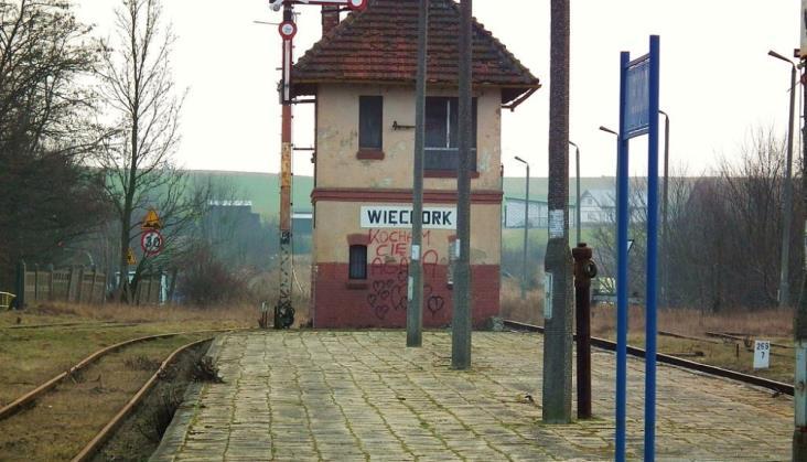 Remont nieużywanej nastawni w Więcborku. Jest zabytkowa