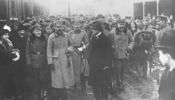 10 listopada 1918 r. - Piłsudski na Dworcu Wiedeńskim w Warszawie