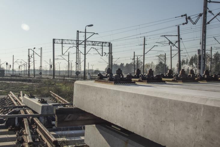 Rozpoczęły się prace na stacji Idzikowice. Pociągi przejadą z prędkością 200 km/h [zdjęcia]