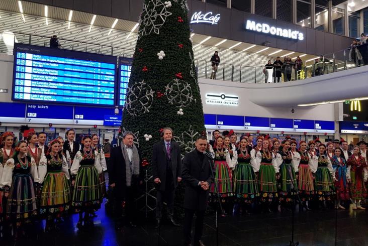 Zespół Mazowsze zaśpiewał na Dworcu Centralnym