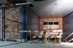 Metro na Targówek:  Klinkier po raz pierwszy w metrze