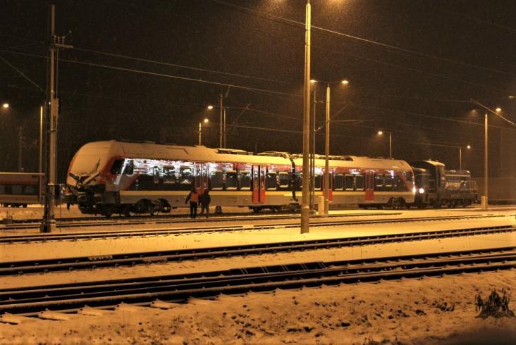 Łódź: Zderzenie pociągu ŁKA z ciężarówką. Dwoje rannych