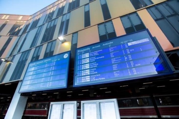 Informacja pasażerska PLK po raz trzeci. Na razie tylko na E20 i fragmencie E30