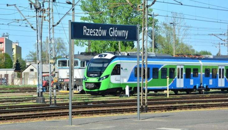 Podkarpackie: Utrzymanie pociągów za drogie o 30%. Nowy przetarg niebawem