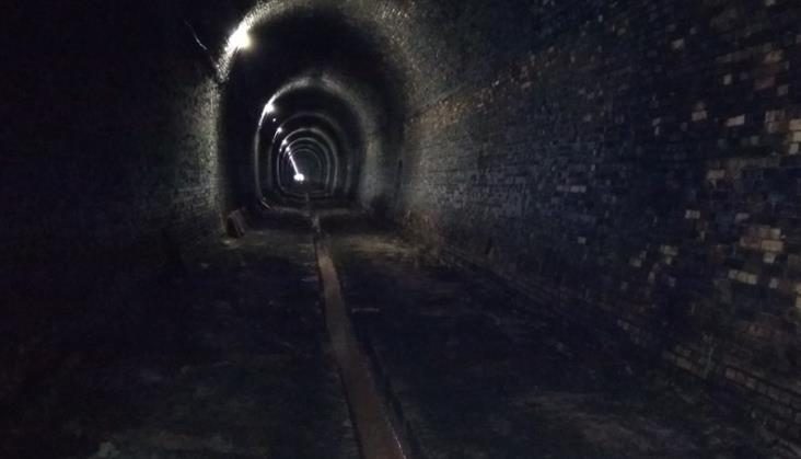 Tunel kolejowy między Wałbrzychem a Kłodzkiem zamknięty przynajmniej do lata 2019