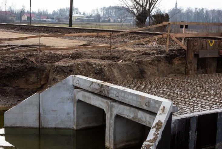 Nowe perony na linii 8 między Czachówkiem a Warką w budowie