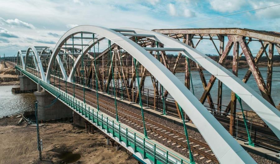 Rail Baltica: Nowy most na Bugu i nowe perony [zdjęcia]