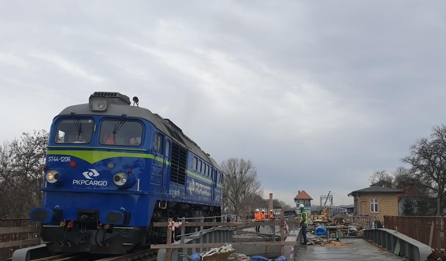Gorzowską estakadę kolejową sprawdzała lokomotywa [zdjęcia]