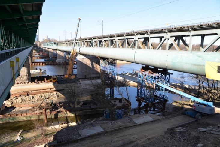 Przebudowa kolejowego Mostu Gdańskiego na półmetku