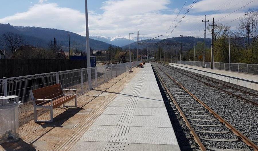 Na majówkę z nowych peronów Jelenia Góra Sobieszów