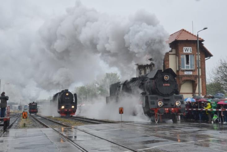 Parada parowozów w Wolsztynie 2019. W dymie i w deszczu [zdjęcia]