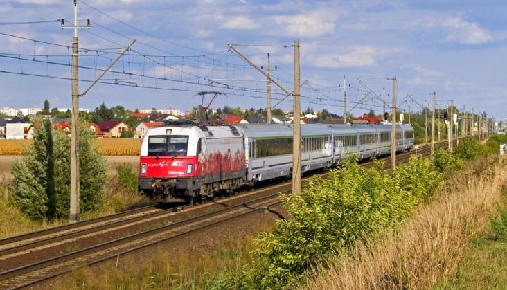 Wakacyjny rozkład jazdy: Pociągiem do Poznania dłużej