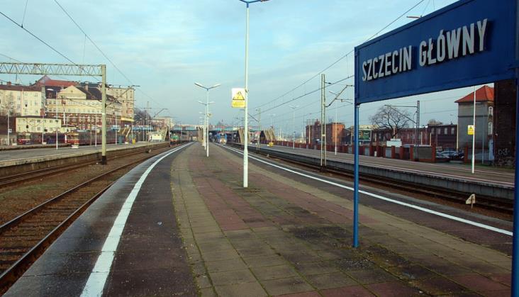 Szczecin Gł.: Informacja o opóźnieniach wreszcie także na peronach