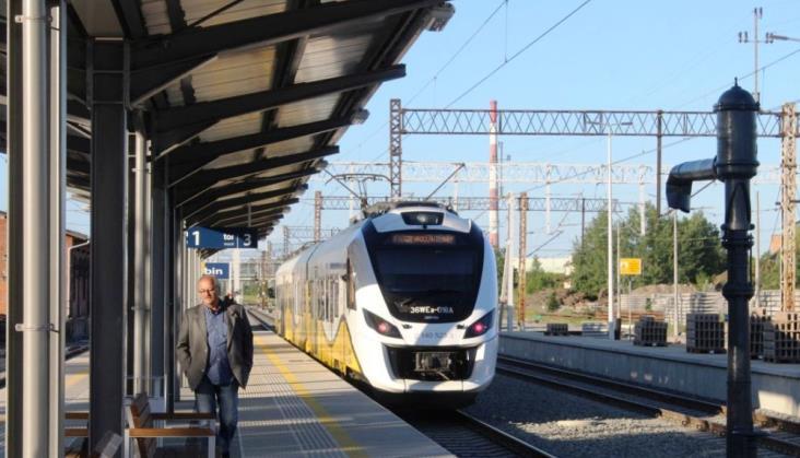 """Pociągi KD zatrzymają się między Legnicą a Lubinem. Zmiany """"jak najszybciej"""""""