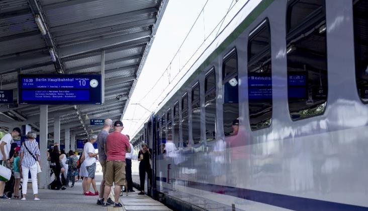 PLK odpowiada na upały. 66 pociągów sieciowych i 172 zespoły szybkiego usuwania usterek