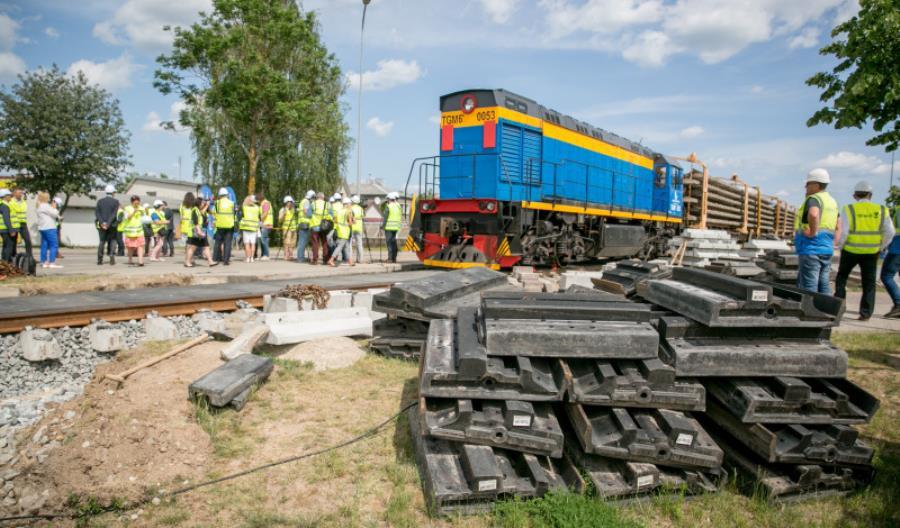 Litwa odbudowuje tory do Możejek. Pierwszy pociąg pojedzie już w tym roku [zdjęcia] [film]