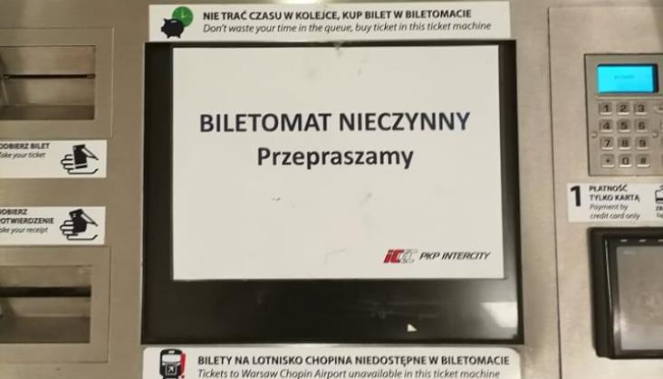Większość biletomatów PKP Intercity na dworcu Warszawa Centralna nie działa