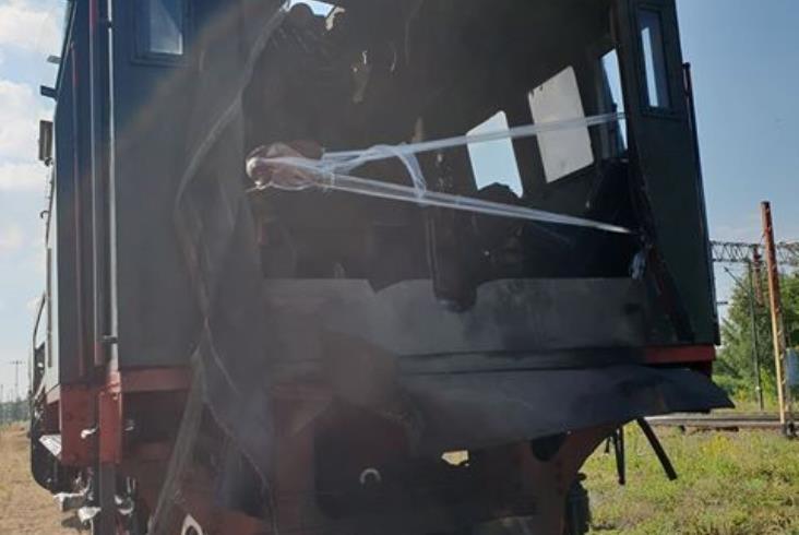 Zbąszyń: Parowóz po wykolejeniu już rozłączony [nowe zdjęcia]